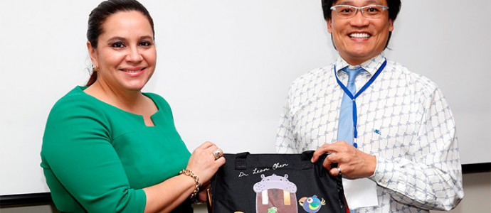 Leon Chen se reune con Ana de Hernandez