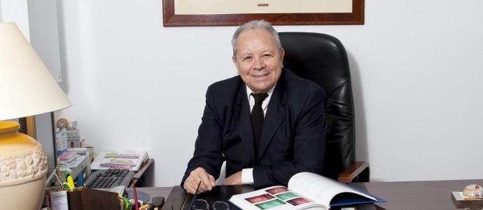 Doctor Helberth Pinzon en despacho